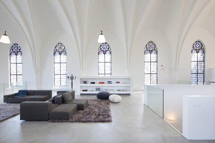 Biserică transformată în magazin, sală de concerte și mai apoi în locuință (Utrecht, Olanda)