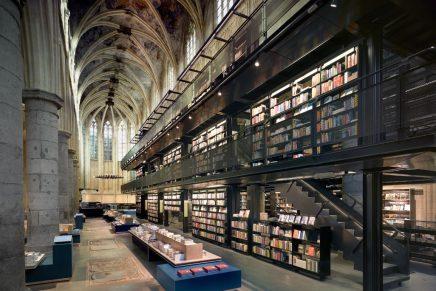O veche biserică dominicană transformată într-o librărie modernă (Maastricht, Olanda)
