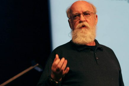 Dan Dennett: Să predăm toate religiile în școli!