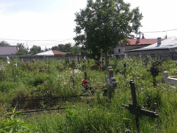 Locul de veci, de la marginea cimitirului, este considerat de preoți ca fiind de categoria I.