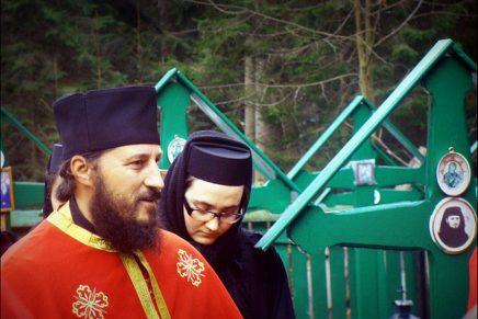 Biserica Ortodoxă Misogină: Părintele Amfilohie Brânză despre feminism