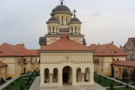 În 2013 plătirăm 236.000 de euro pentru Catedrala Reîntregirii din Alba Iulia: 16.000 pe mochetă și 220.00 pe construcția arhondaricului și a trapezei.